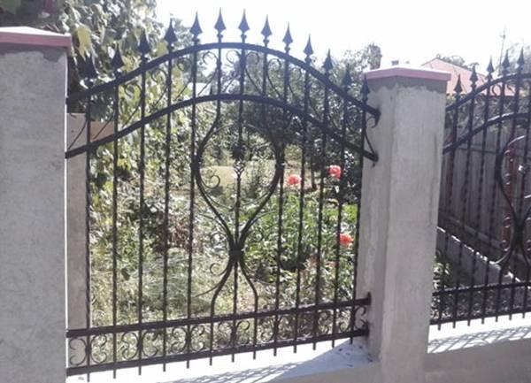 Modele Porţi şi Garduri din Fier Forjat - PG113