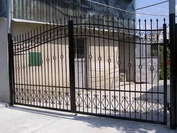 Modele Porţi şi Garduri din Fier Forjat - PG18