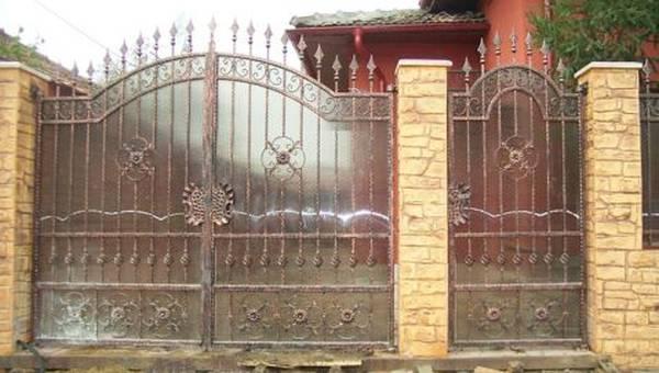Modele Porţi şi Garduri din Fier Forjat - PG202