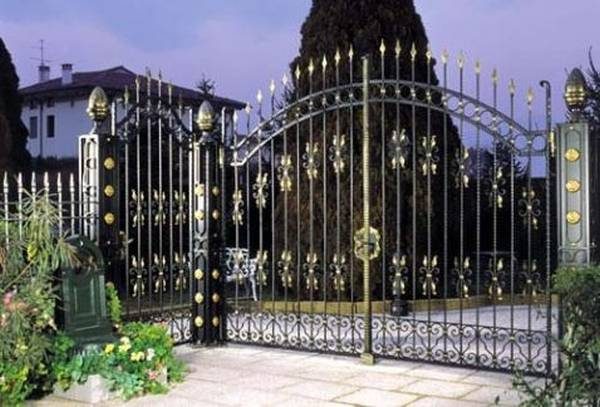 Modele Porţi şi Garduri din Fier Forjat - PG215