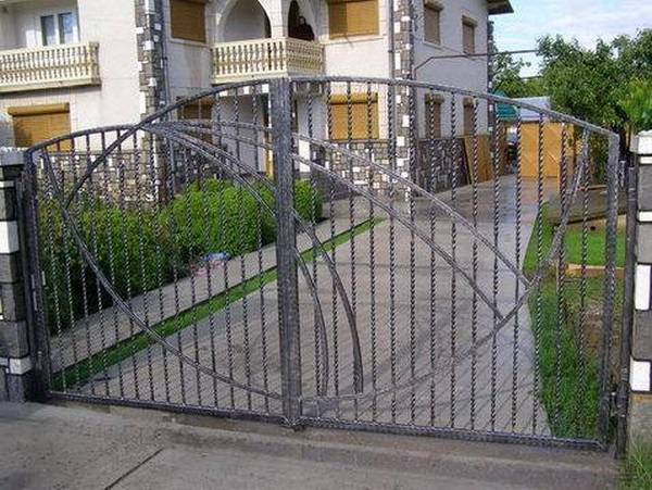 Modele Porţi şi Garduri din Fier Forjat - PG22