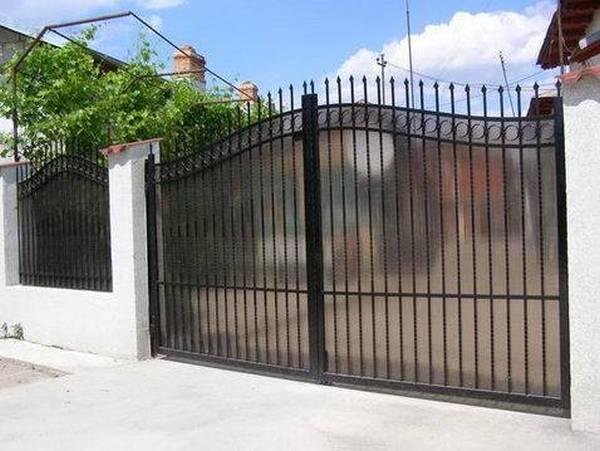 Modele Porţi şi Garduri din Fier Forjat - PG23
