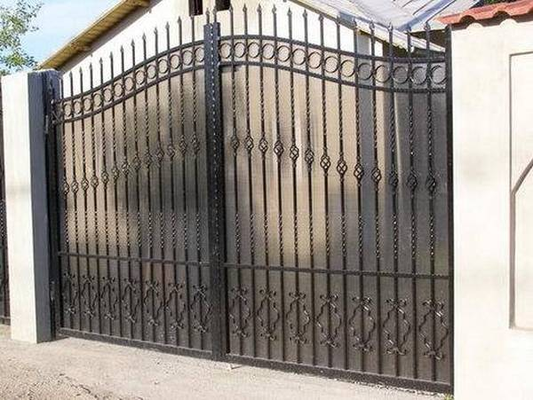 Modele Porţi şi Garduri din Fier Forjat - PG24
