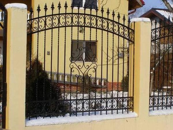 Modele Porţi şi Garduri din Fier Forjat - PG34