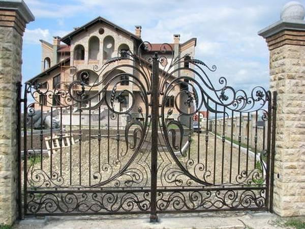 Modele Porţi şi Garduri din Fier Forjat - PG04