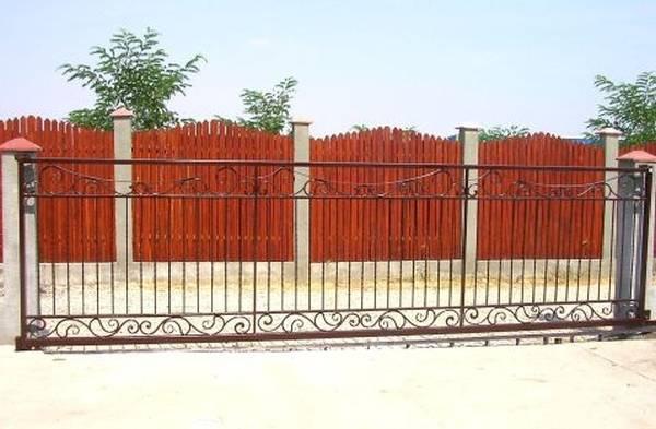 Modele Porţi şi Garduri din Fier Forjat - PG44