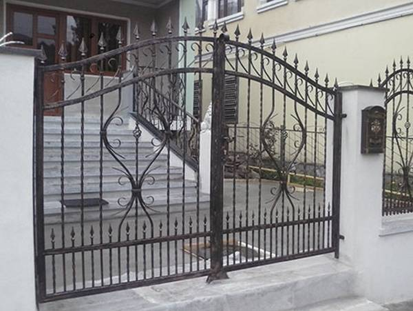 Modele Porţi şi Garduri din Fier Forjat - PG80