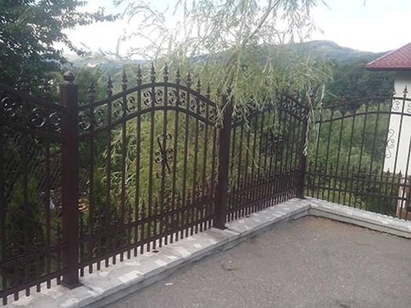 Modele Porţi şi Garduri din Fier Forjat - PG83