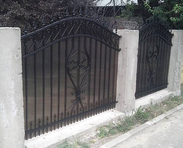 Modele Porţi şi Garduri din Fier Forjat - PG91